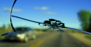 Устранение трещин на лобовом стекле автомобиля