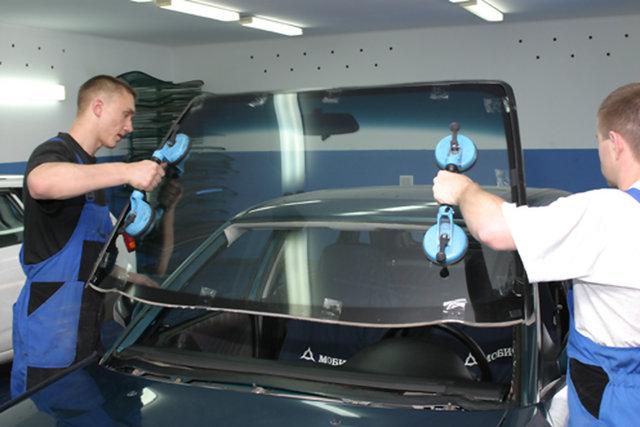 Вклейка автомобильного лобового стекла