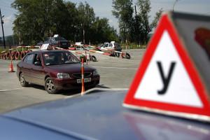 ГИБДД об автошколах: водители путают тормоз и газ