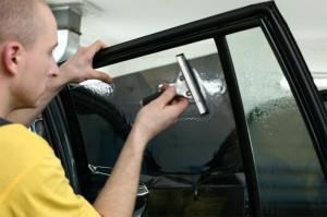 Как затонировать автомобильное стекло