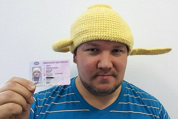 Фотография на права в головном уборе: что можно, а чего нельзя