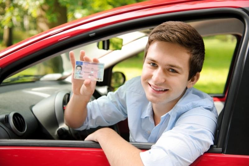 От чего зависит стоимость услуг частного инструктора по вождению?