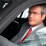 Линзы против очков: в чем водить машину лучше?